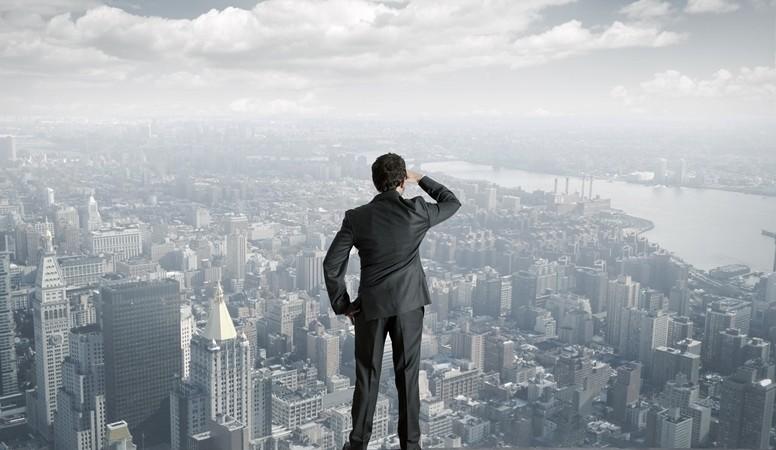Businessman_looking_future-776x450